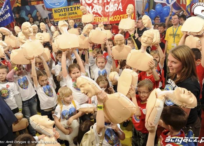 dzieci ucza sie pierwszej pomocy WOSP 18final Arek Drygas 19