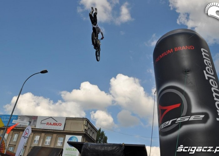 Freestyle motocross na ulicach Winobranie Zielona Gora 2