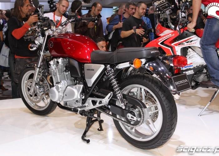 czerwona Honda CB1100 2013