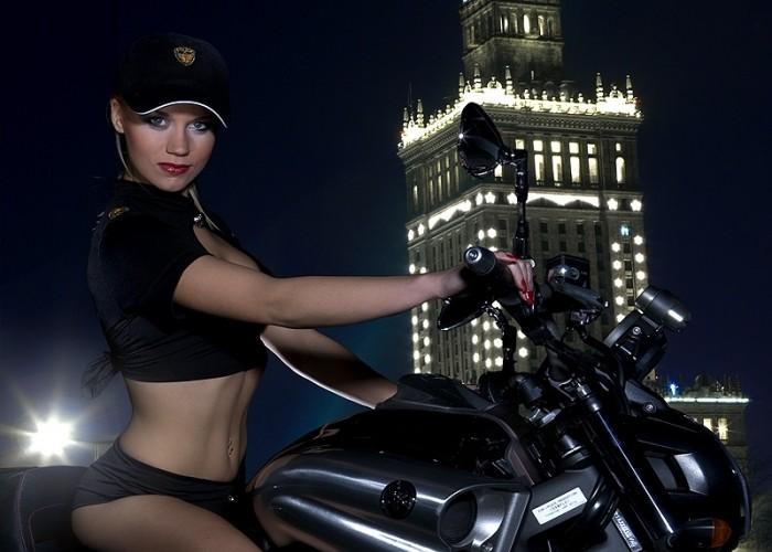 dziewczyna na vmax yamaha 2009 motocykl modelka sklad 018