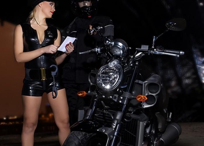 kontrola policyjna vmax yamaha 2009 motocykl modelka sklad 015