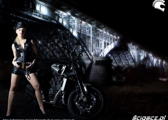 policjantka vmax yamaha 2009 motocykl modelka sklad 009