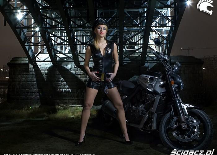 sexi policjantka vmax yamaha 2009 motocykl modelka sklad 010