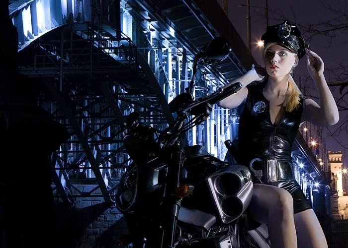 sexowna policjantka yamaha 2009 motocykl modelka sklad 011