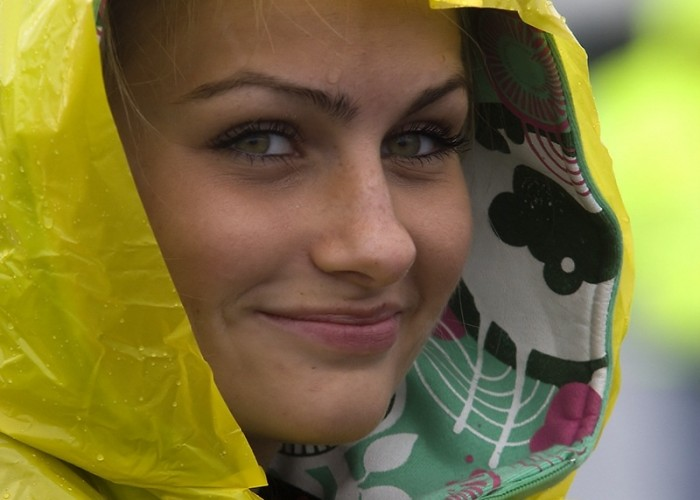 dziewczyna mokra usmiechnieta 14 mili ryki lotnisko wst a mg 0163