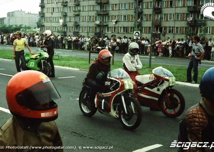 Zawodnicy przed startem w Piotrkowie