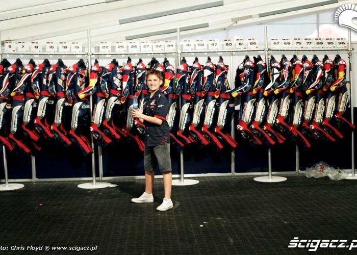 Kombinezony i wyposazenie Red Bull Rookies Cup