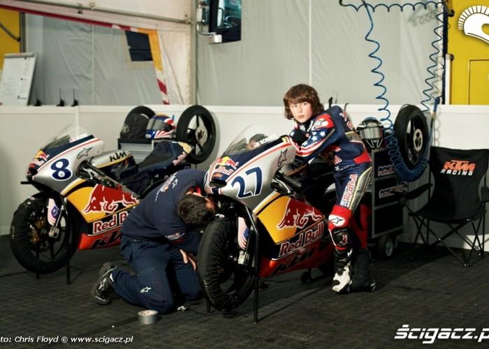 Zawodnik i mechanik w Red Bull Rookies Cup