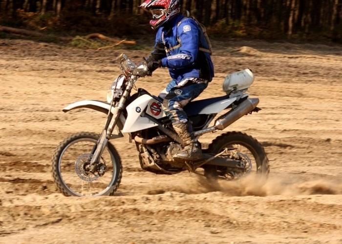 GER poligon w Zaganiu motocyklista