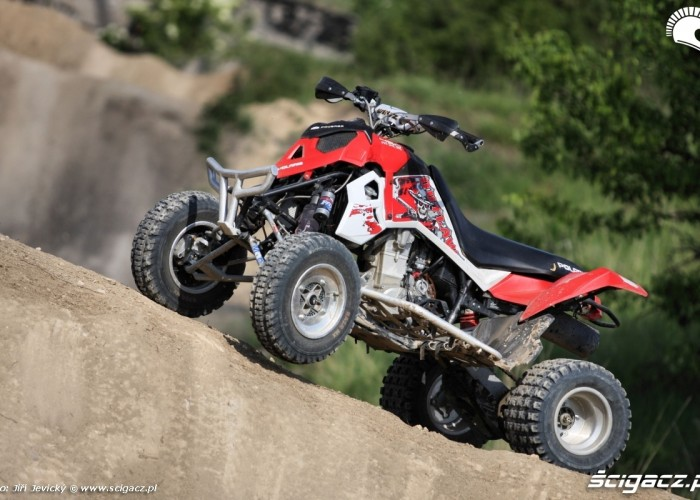 Polaris Outlaw 450 na garbie