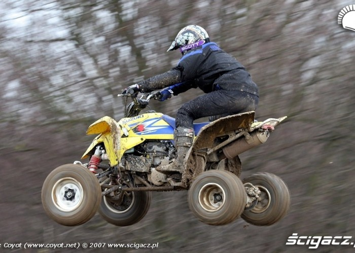Suzuki QuadRacer w powietrzu