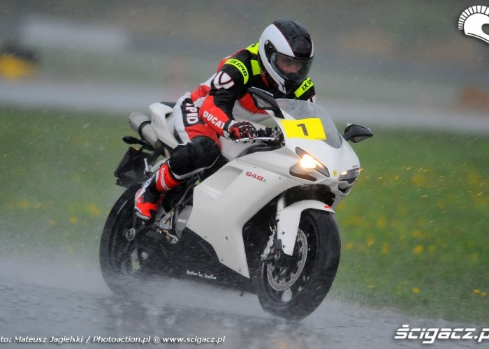 Ducati w deszczu