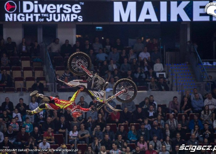 Maikel Melero indy flip Diverse Night Of The Jumps Ergo Arena 2015