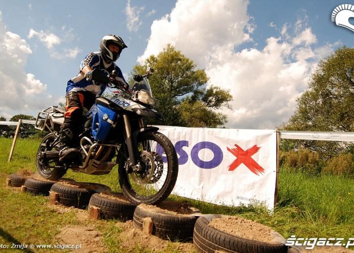 Jazda motocyklem po oponach