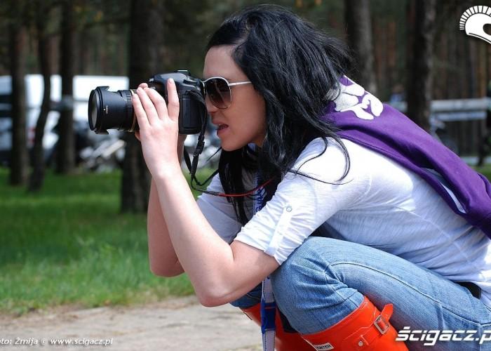Julia Rozumek fotografuje