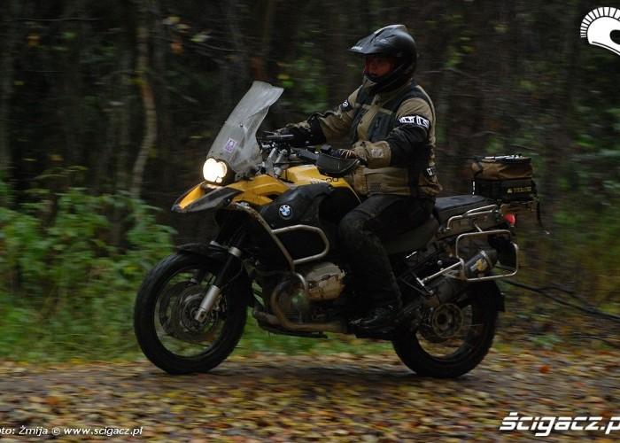 BMW R1200 lesnym szlakiem