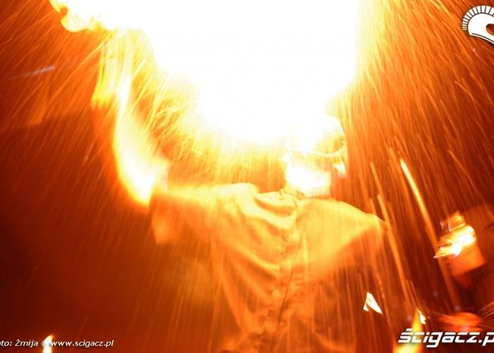 Dmuchanie ogniem