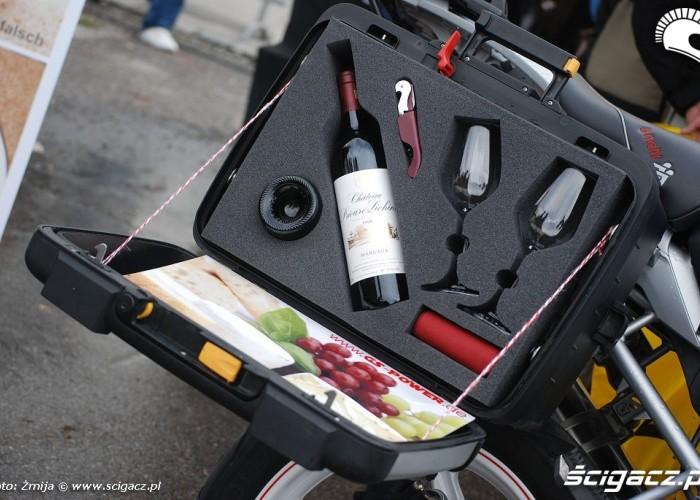 Kufer motocyklowy na wino