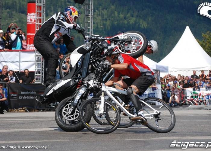Trial rowerowy i stunt motocyklowy