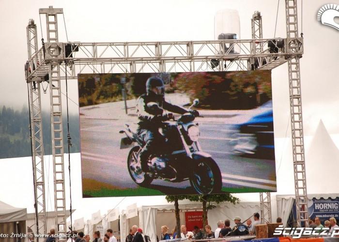 Ekran imprezy na BMW