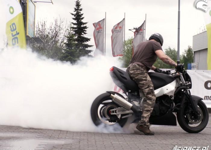 palenie gumy do wystrzalu Lodz 2011 Motocyklowa Niedziela na BP