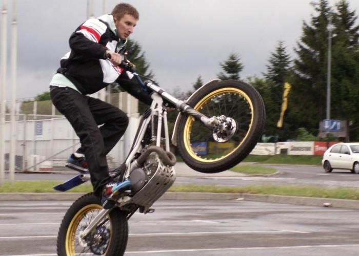 pasek trenuje na trialowce Lodz 2011 Motocyklowa Niedziela na BP