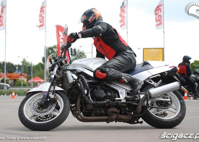 Jazda motocyklem parking M1