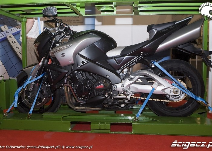 bking w klatce wystawa motocykli warszawa 2009 a mg 0159