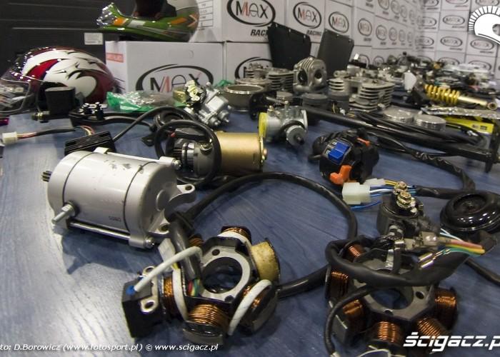 czesci skuterowe wystawa motocykli warszawa 2009 d img 0039