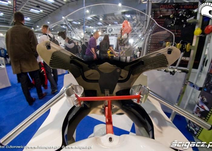 skorupa motocykla wyscigowego wystawa motocykli warszawa 2009 d img 0104