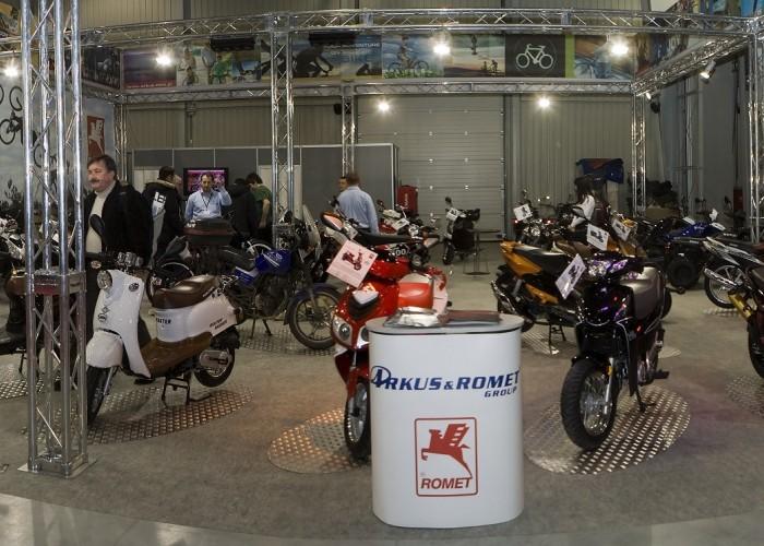 stoisko arcus romet wystawa motocykli warszawa 2009 Panorama2