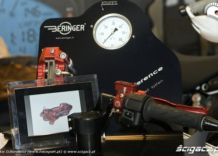 test hamulcow beringera wystawa motocykli warszawa 2009 a mg 0291