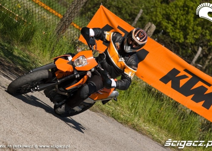ktm smc 690 zakret open days