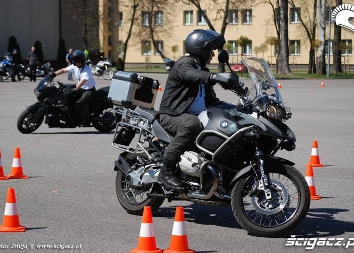 Cwiczenia praktyczne na motocyklu