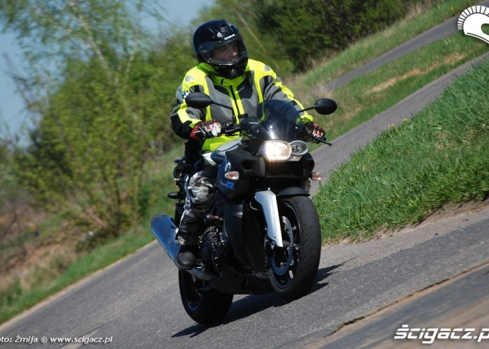 K1200R jazda po motodromie