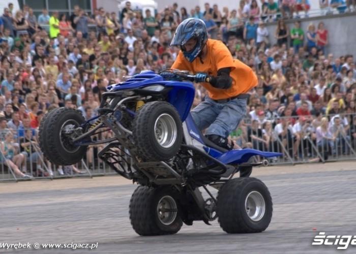 bartek wheelie na quadzie - Kortowiada 2011 w Olsztynie