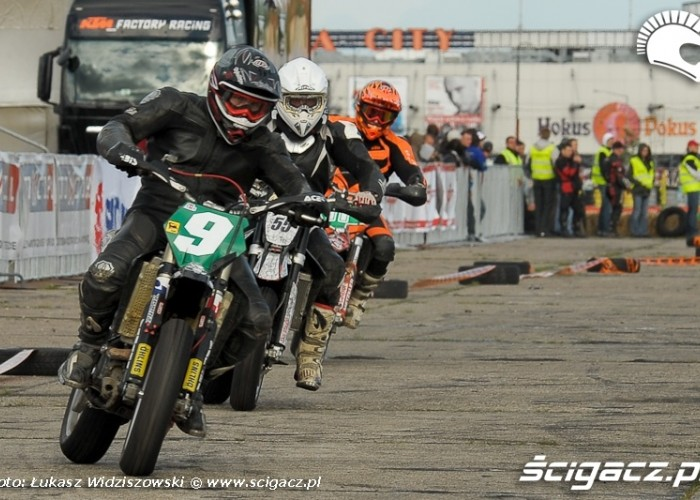 Lotnisko Bemowo Extreme moto 2009 glowna plyta-startowa