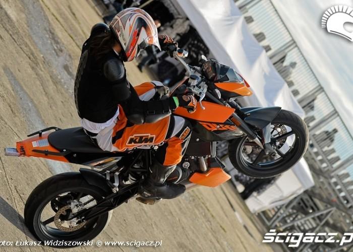Lotnisko Bemowo Extreme moto 2009 stunter