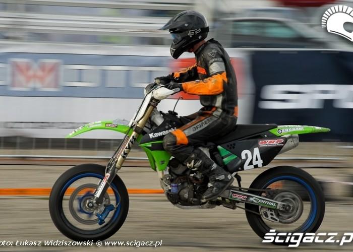 Lotnisko Bemowo Extreme moto 2009 zawodnik Supermoto