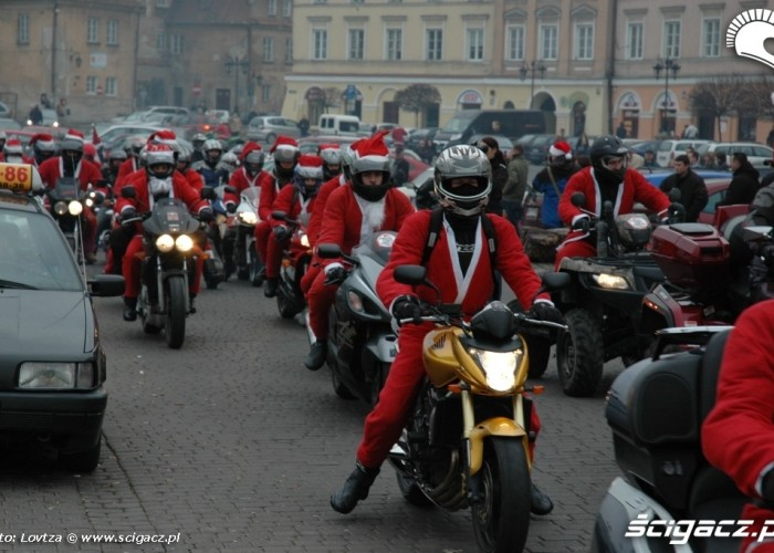 Mikolaje na motocyklach Lublin 2009 kolejka do wyjazdu