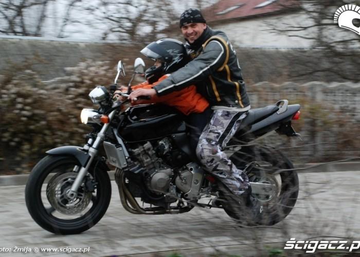 jazda na motocyklu z dzieckiem