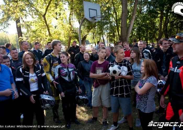 dzieci i motocyklisci