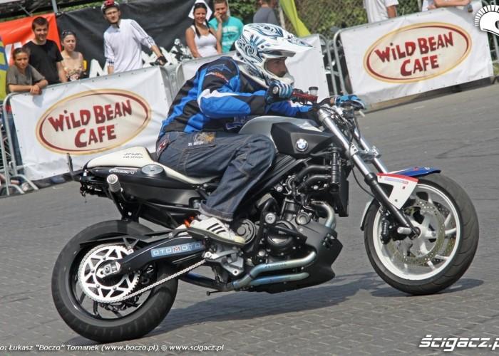 Motocyklowa Niedziela na BP wroclaw Raptowny stunt