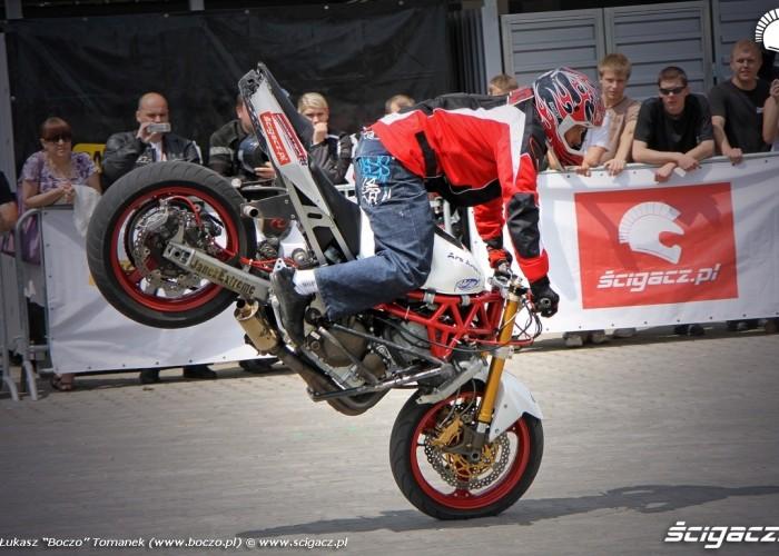 Motocyklowa Niedziela BP stunter13 stoppie