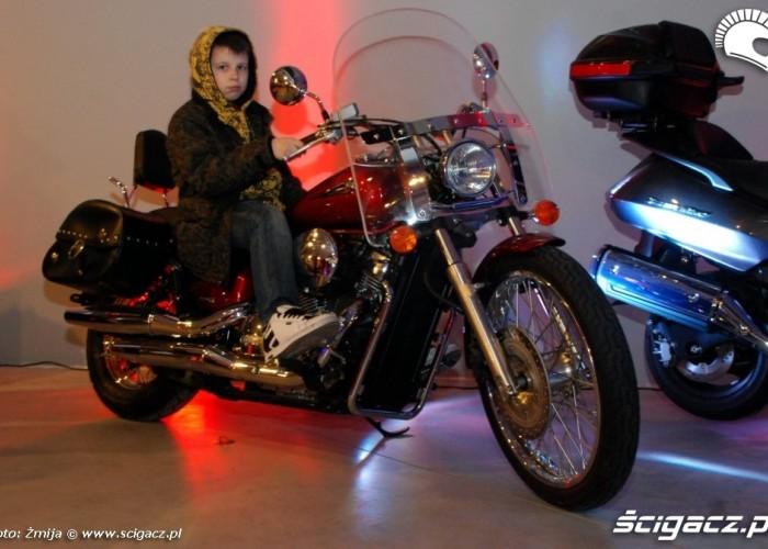 Motorista otwarcie pierwsze przymiarki do motocykla