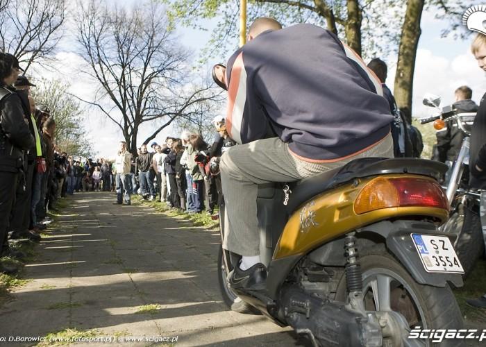 skuter konkurs wolnej jazdy rozpoczecie sezonu 2009 mlodzi mlodym czestochowa 2009 a mg 0039