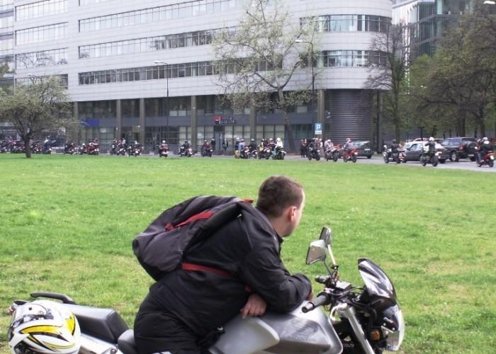 baczny obserwator parady Otwarcie sezonu motocyklowego Bemowo 2010