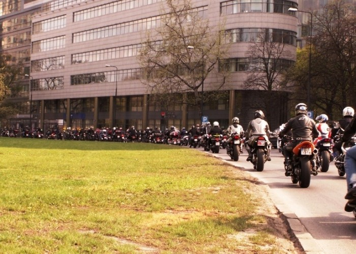 jazda w paradzie Otwarcie sezonu motocyklowego Bemowo 2010