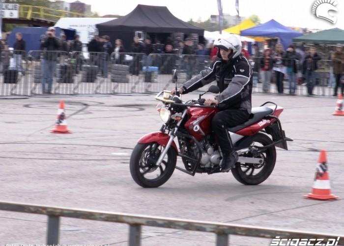 kubek jeszcze stoi slalom Otwarcie sezonu motocyklowego Bemowo 2010