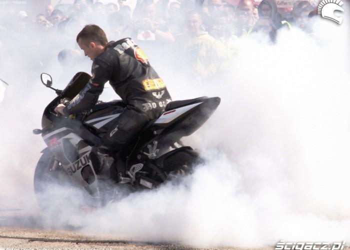 palenie gumy Otwarcie sezonu motocyklowego Bemowo 2010
